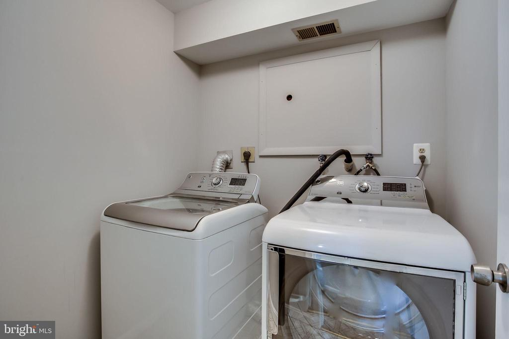 Full Size Washer & Dryer - 4335 SILAS HUTCHINSON DR, CHANTILLY