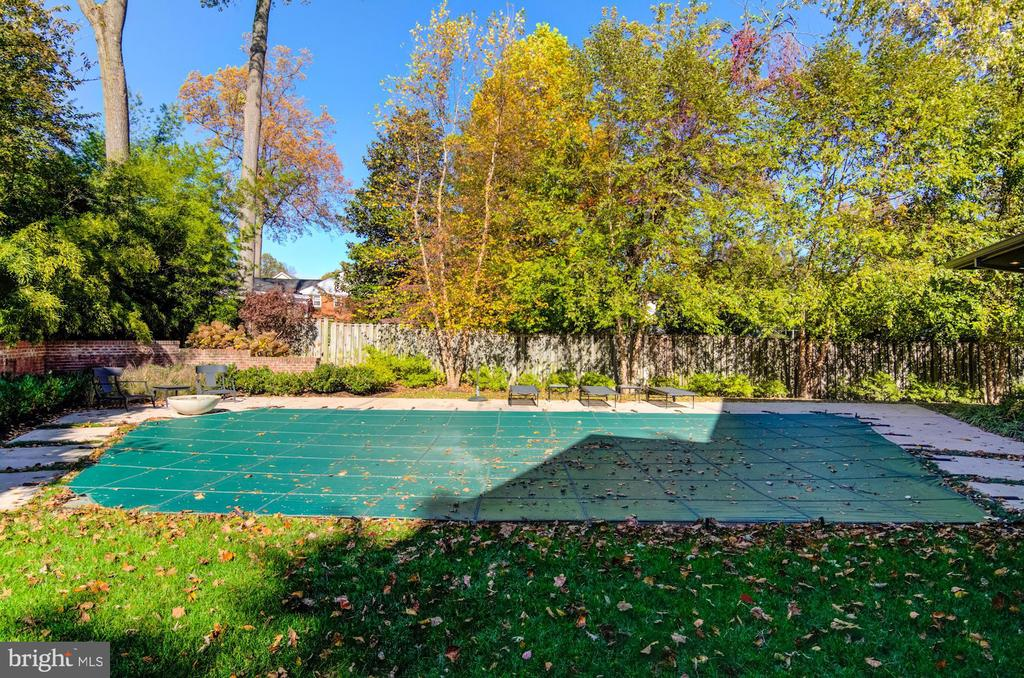 Heated pool - 4611 36TH ST N, ARLINGTON
