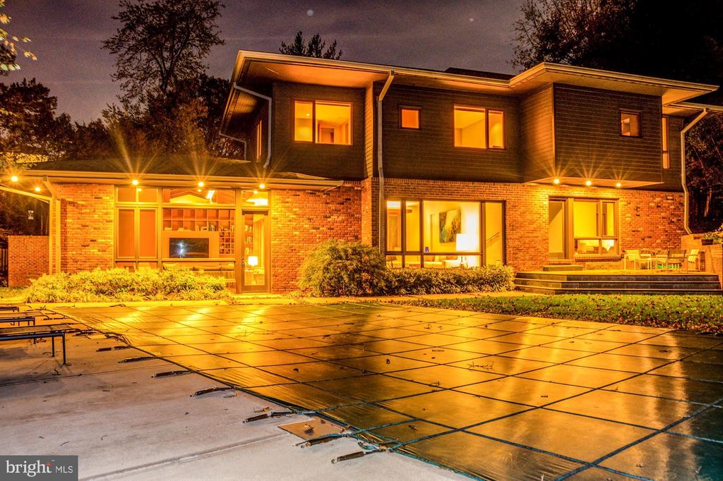 Fabulous backyard with heated pool - 4611 36TH ST N, ARLINGTON