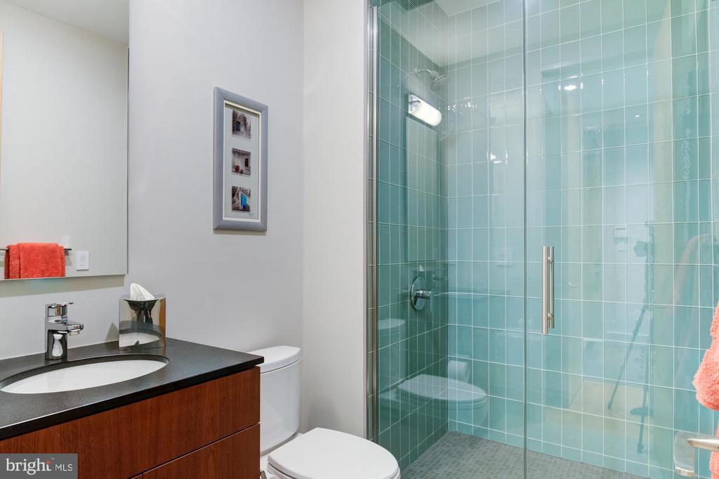 Bathroom - 4611 36TH ST N, ARLINGTON