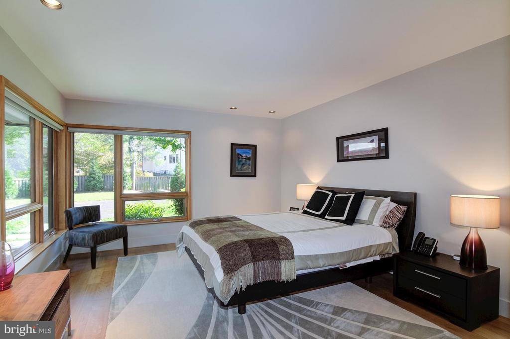 Additional main level Bedroom - 4611 36TH ST N, ARLINGTON