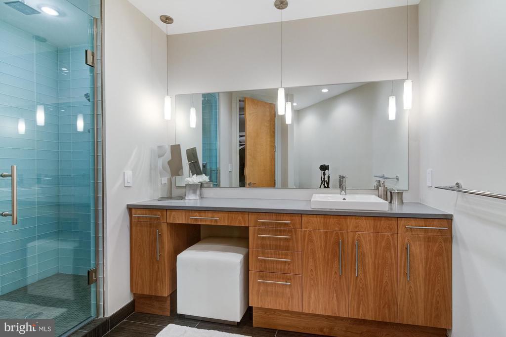 Main level Master Bathroom - 4611 36TH ST N, ARLINGTON