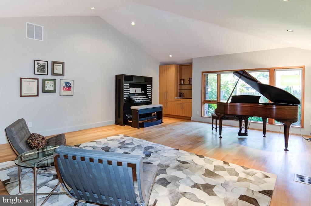 Music Room/Family Room/Rec Room - 4611 36TH ST N, ARLINGTON