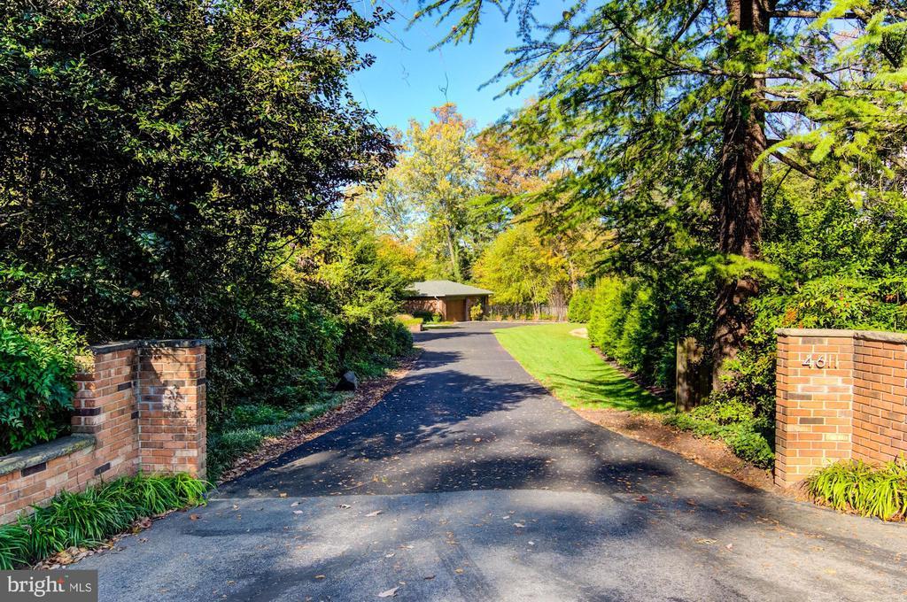 Private driveway - 4611 36TH ST N, ARLINGTON