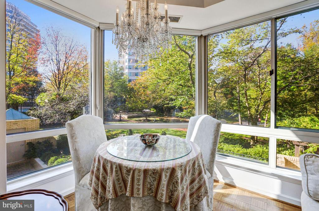 Bay window nook w/ gorgeous tree and garden views - 5600 WISCONSIN AVE #202, CHEVY CHASE