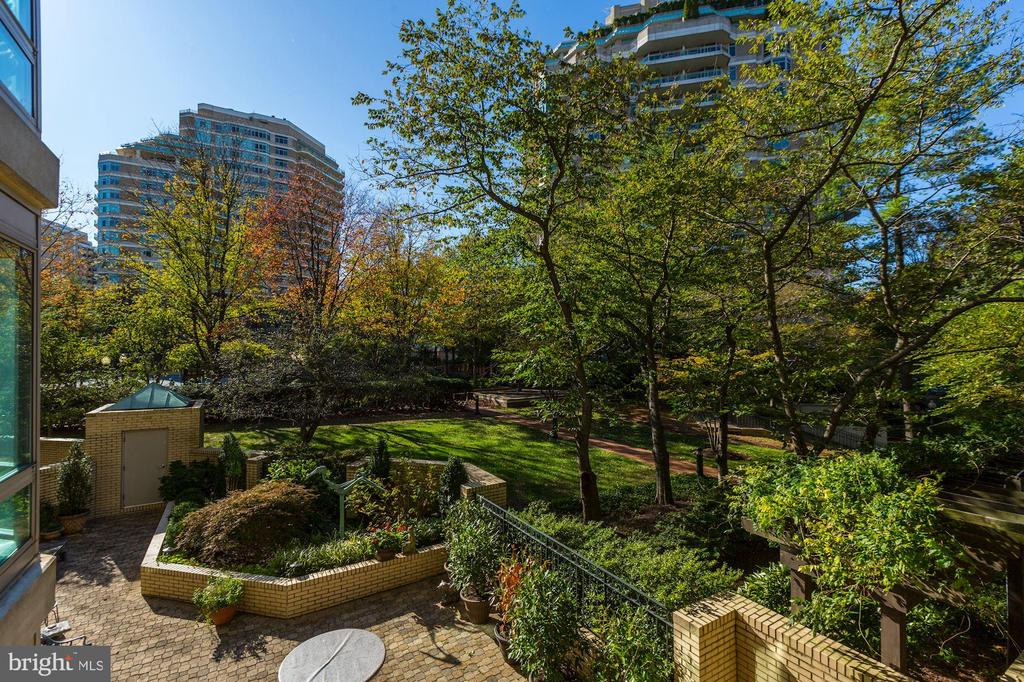 Private balcony - 5600 WISCONSIN AVE #202, CHEVY CHASE