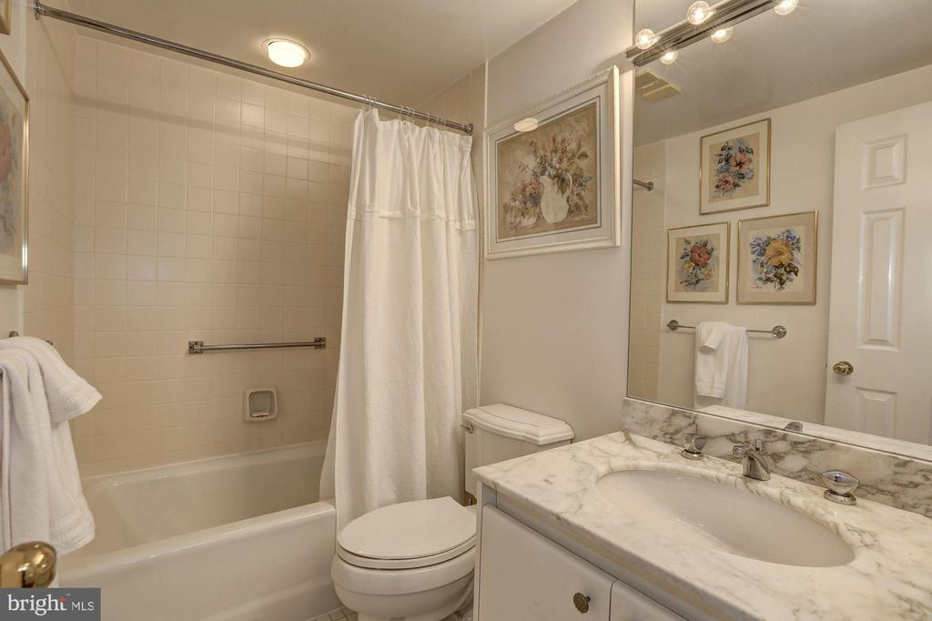 Second bedroom en-suite bath - 5600 WISCONSIN AVE #202, CHEVY CHASE