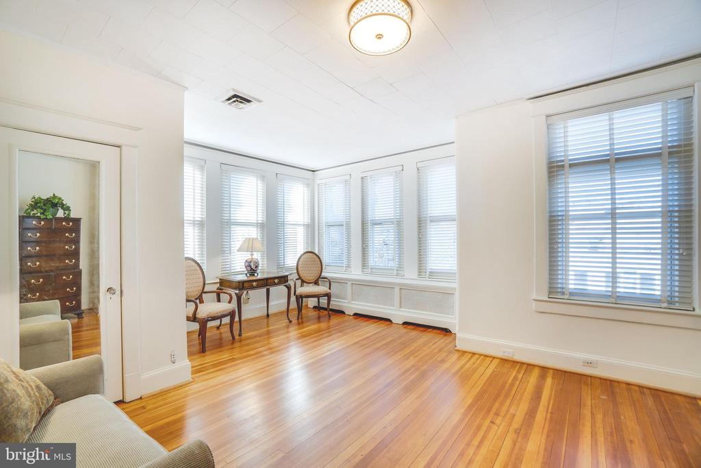 The third bedroom features the corner exposure - 1755 18TH ST NW, WASHINGTON