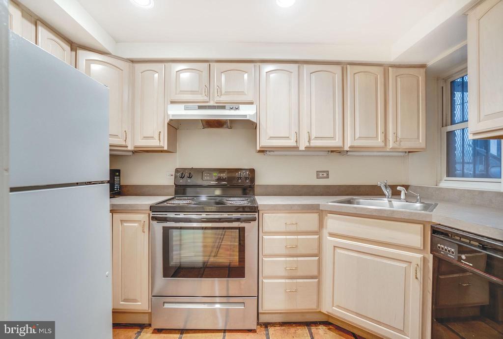 Unit B: the two-bedroom rental unit - 1755 18TH ST NW, WASHINGTON