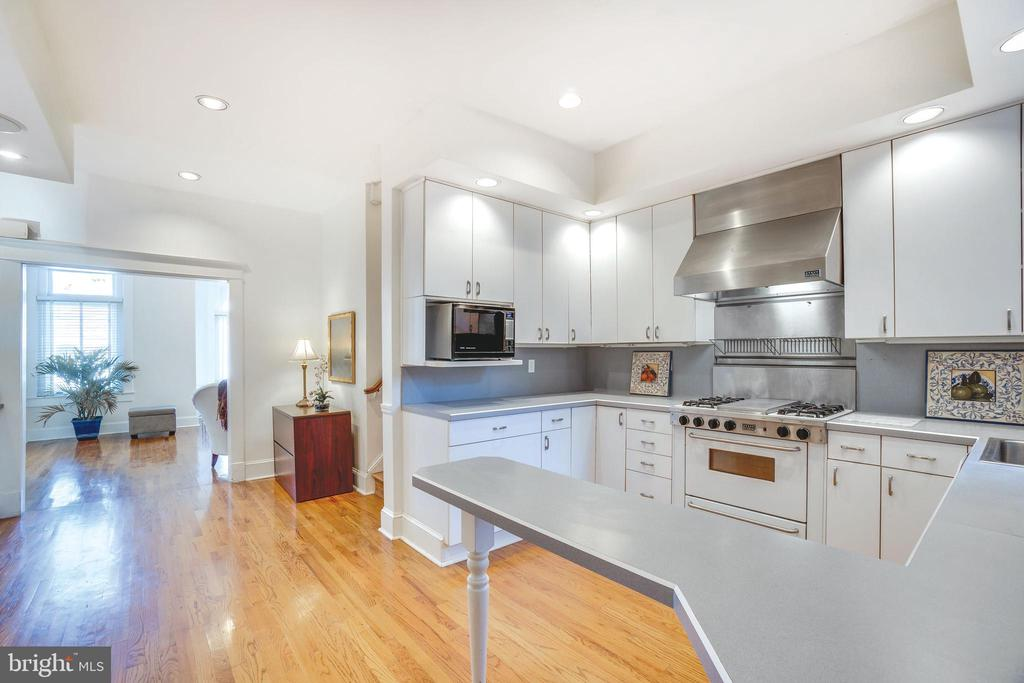 You'll entertain in style with this kitchen - 1755 18TH ST NW, WASHINGTON