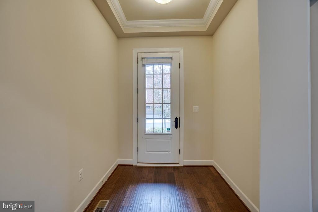Tall glass entry door and  cove ceiling - 42560 DREAMWEAVER DR, BRAMBLETON
