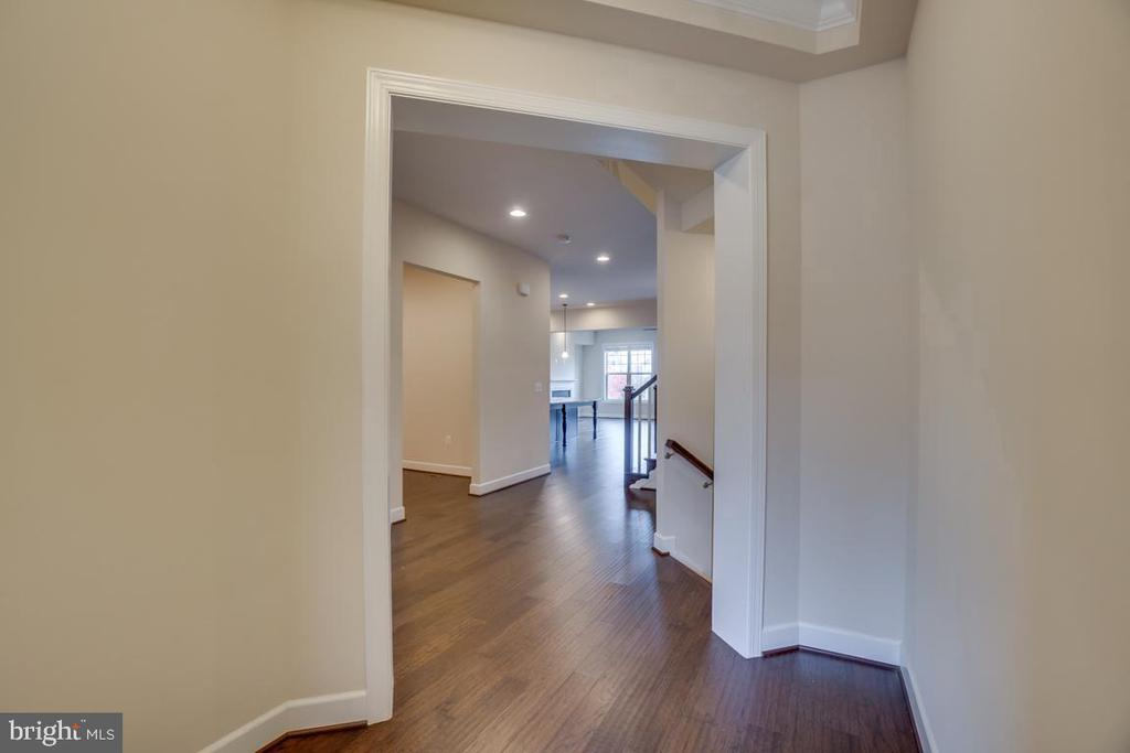 Hallway to  other bedrooms - 42560 DREAMWEAVER DR, BRAMBLETON