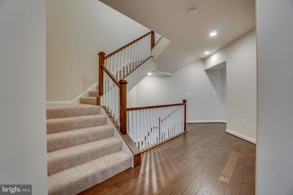 Stairs to Loft - 42560 DREAMWEAVER DR, BRAMBLETON