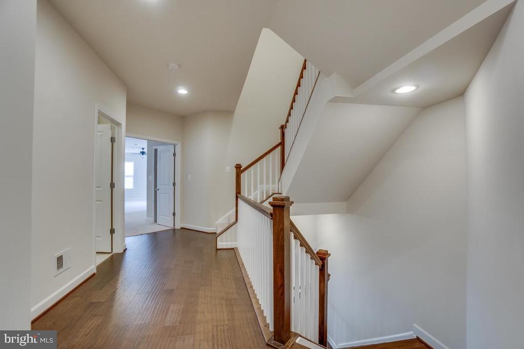 Hallway to bedrooms - 42560 DREAMWEAVER DR, BRAMBLETON
