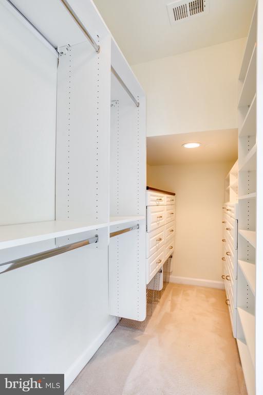 Master Walk-In Closet - 1603 LEEDS CASTLE DR, VIENNA