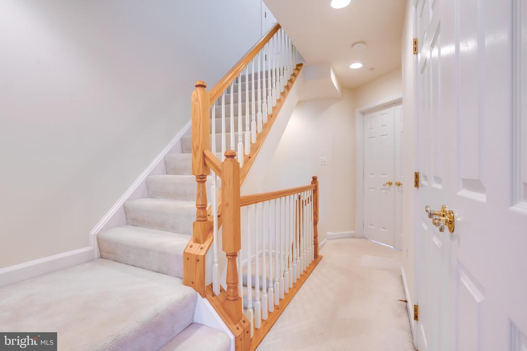 Steps to 4th Level, 3rd Bedroom/Loft - 1603 LEEDS CASTLE DR, VIENNA