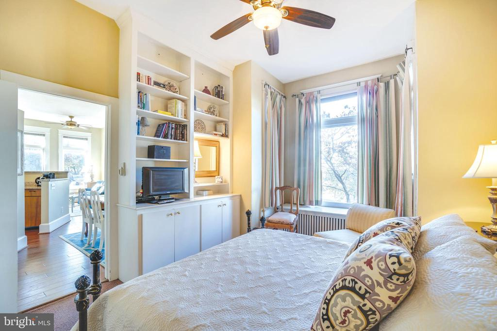 AirBnB 1: almost manages itself, double the income - 1755 18TH ST NW, WASHINGTON