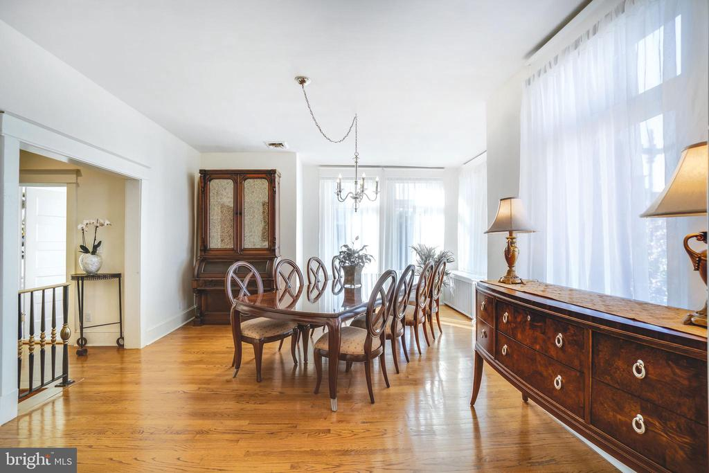 Dining room can easily seat 14 - 1755 18TH ST NW, WASHINGTON
