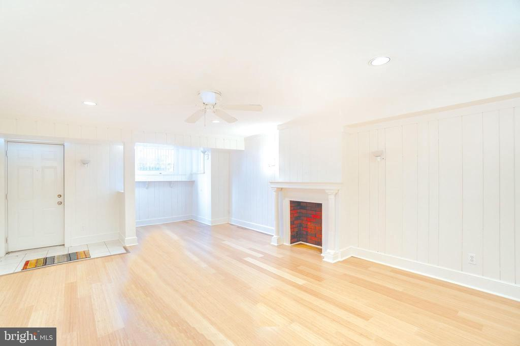 Lower level unit: 2BR/1BA with large kitchen - 1755 18TH ST NW, WASHINGTON