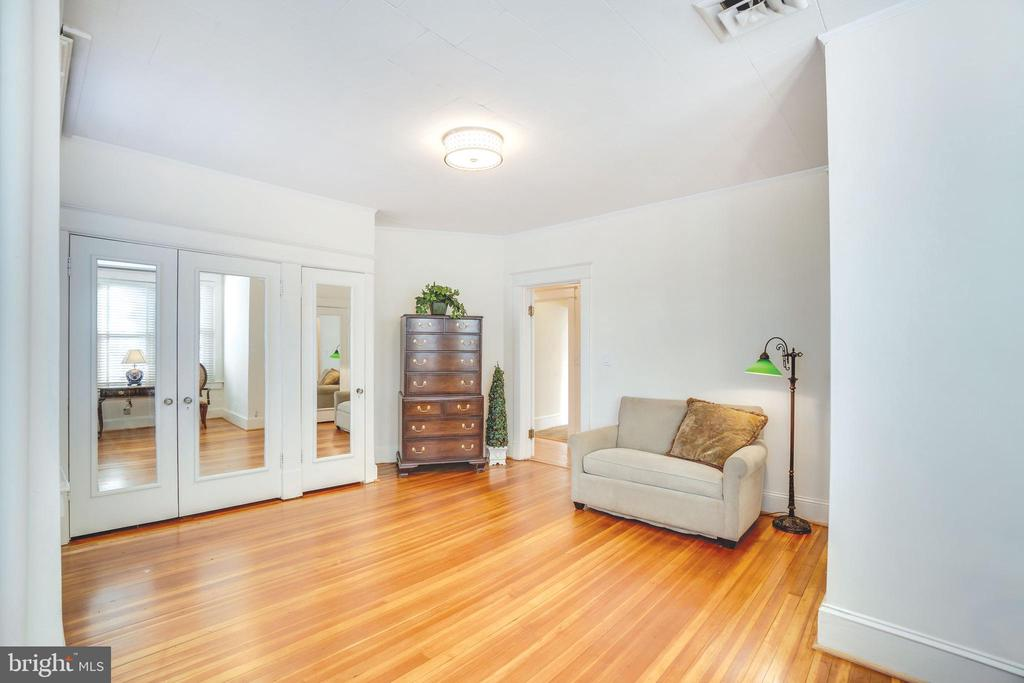 Third bedroom is enormous - 1755 18TH ST NW, WASHINGTON