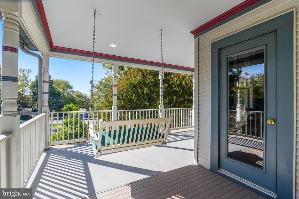 Fantastic Wrap around porch brings back yesteryear - 916 MONROE ST, HERNDON