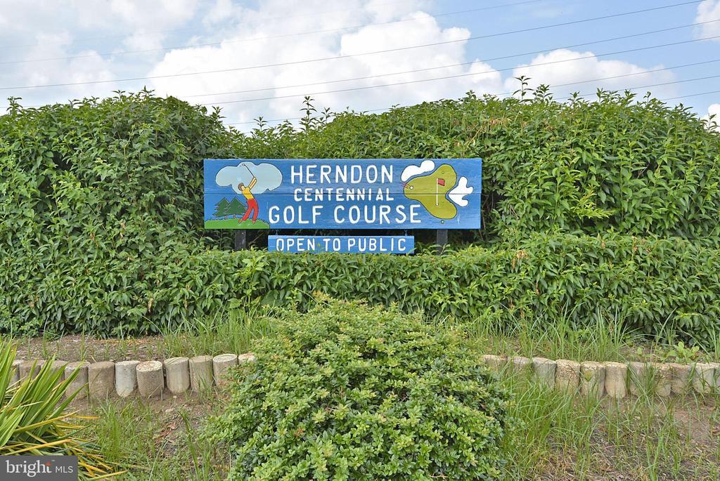- 916 MONROE ST, HERNDON