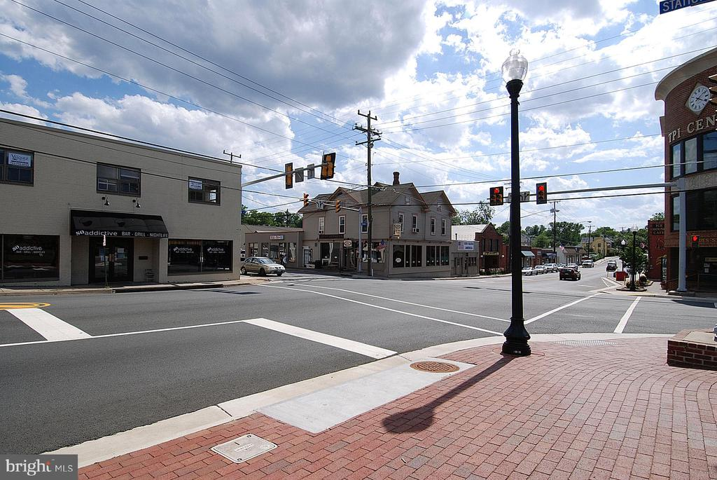 Old Town Herndon is very quaint - 916 MONROE ST, HERNDON