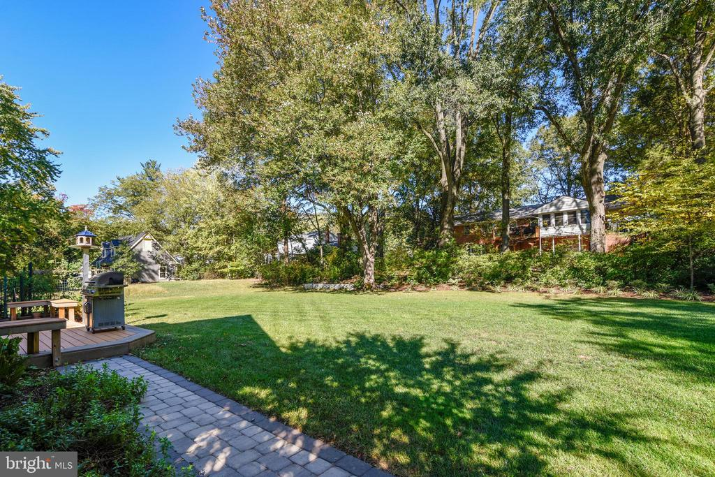 Open yet  private, close to town yet very quiet - 916 MONROE ST, HERNDON