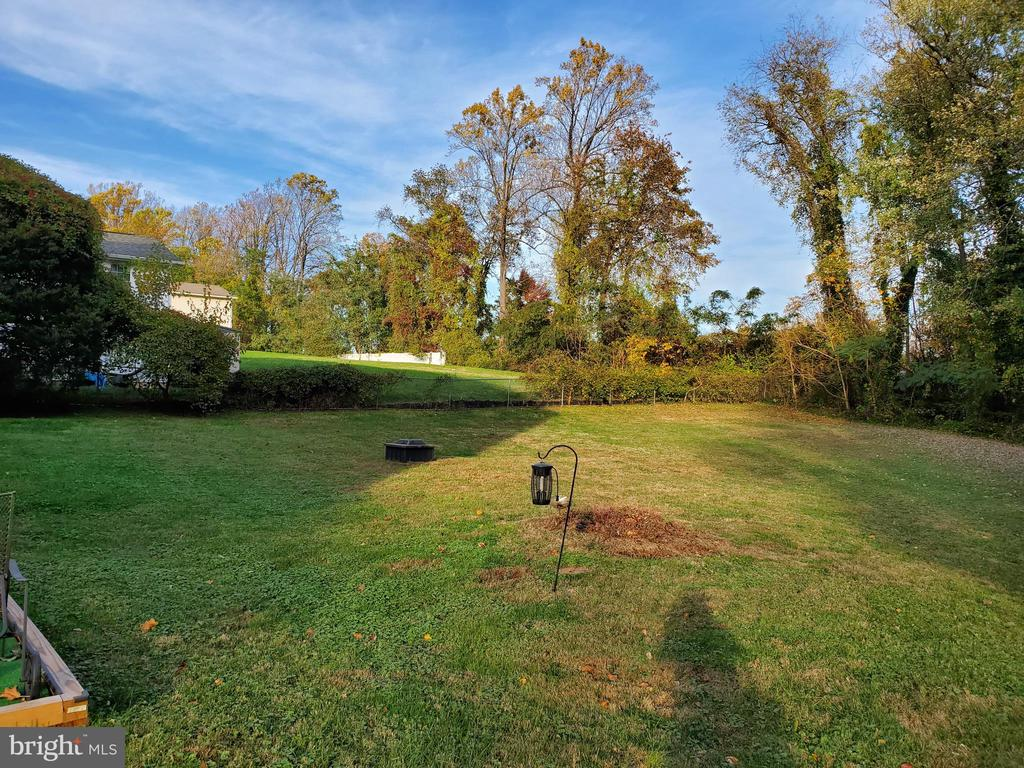 Large Back Yard - 4423 CARRICO DR, ANNANDALE