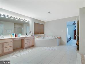 Master Bed Bath - 4423 CARRICO DR, ANNANDALE