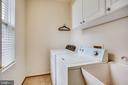 Main floor laundry - 42926 CLOVERLEAF CT, BROADLANDS