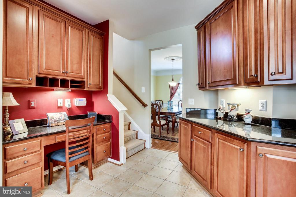 Kitchen command center & rear stairway - 42926 CLOVERLEAF CT, BROADLANDS