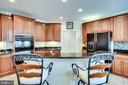 Center island with seating - 42926 CLOVERLEAF CT, BROADLANDS