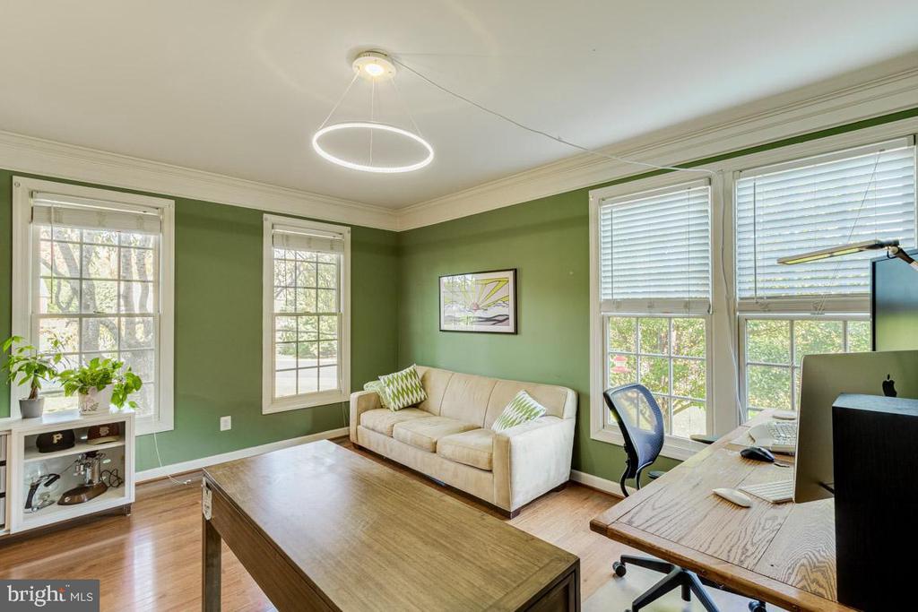 Light-filled living room - 13171 RETTEW DR, MANASSAS