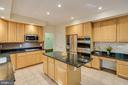 Tons of cabinet space - 13171 RETTEW DR, MANASSAS