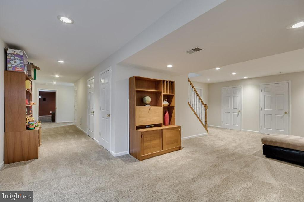 Lots of space to relax or entertain - 13171 RETTEW DR, MANASSAS