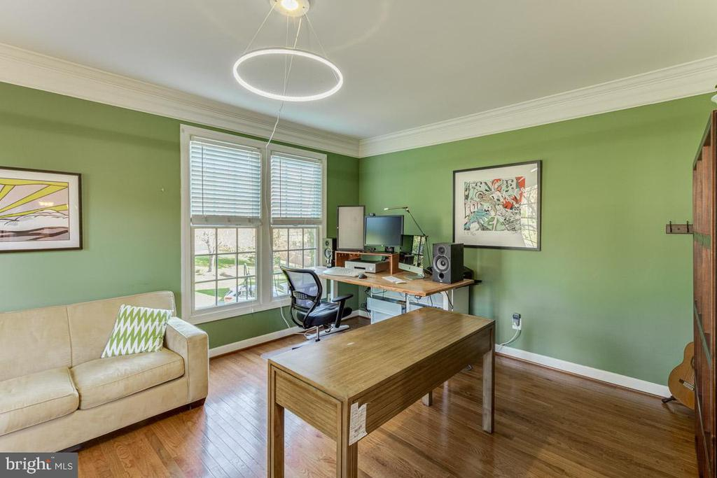 Living room / Study - 13171 RETTEW DR, MANASSAS