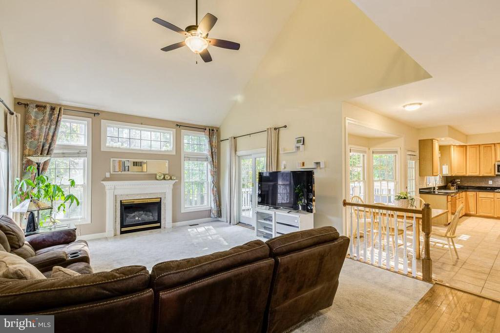 Opens to breakfast room and kitchen - 13171 RETTEW DR, MANASSAS