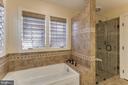 Custom master bath with soaking tub - 13171 RETTEW DR, MANASSAS
