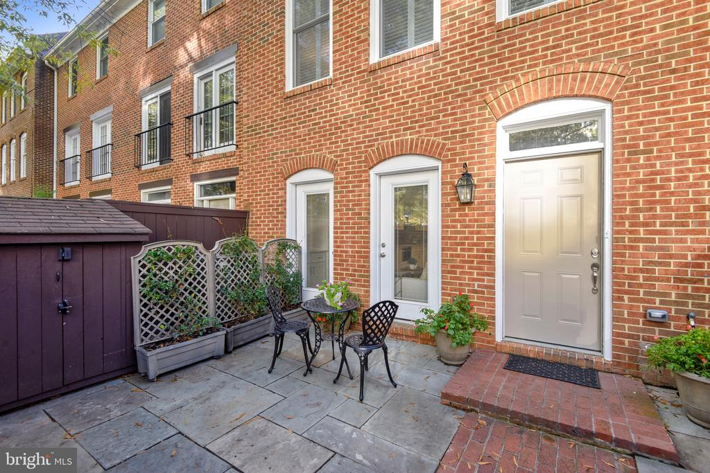 Courtyard Patio with New Slate Stones - 1034 N RANDOLPH ST, ARLINGTON