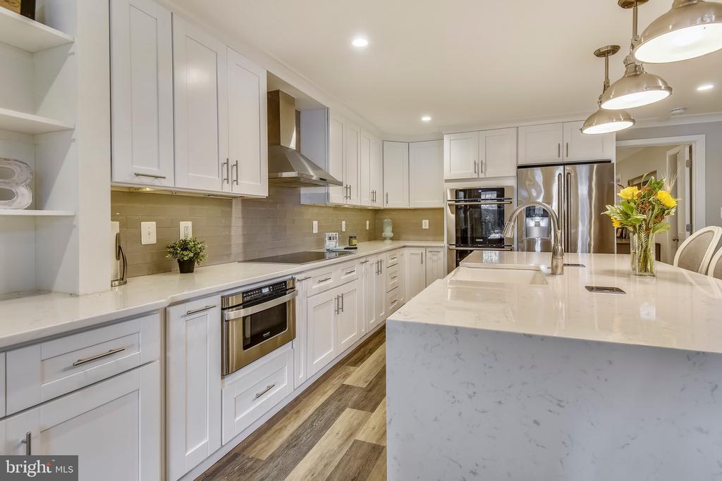 Custom Cabinets w/ Organizational Inserts - 1034 N RANDOLPH ST, ARLINGTON
