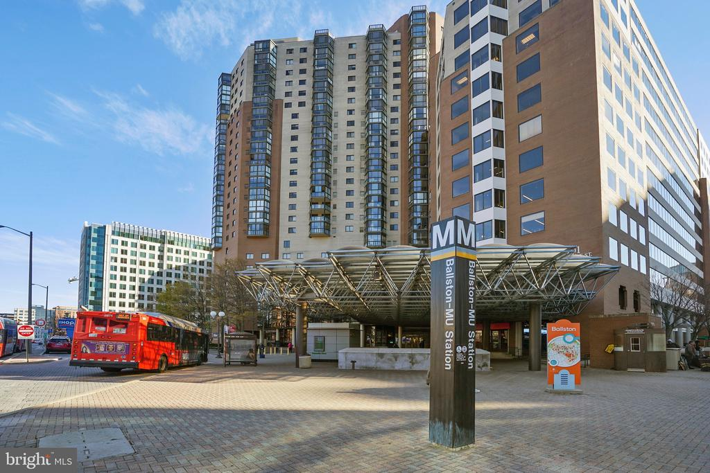 Just 2 & a Half Short Blocks to the Ballston Metro - 1034 N RANDOLPH ST, ARLINGTON