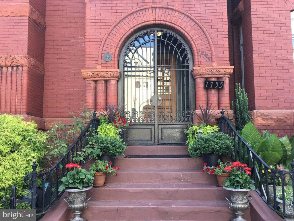 Welcoming front archway with wrought iron - 1755 18TH ST NW, WASHINGTON