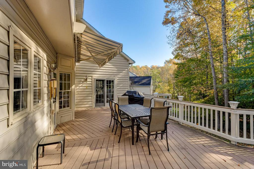 Large deck off kitchen and family room - 13171 RETTEW DR, MANASSAS