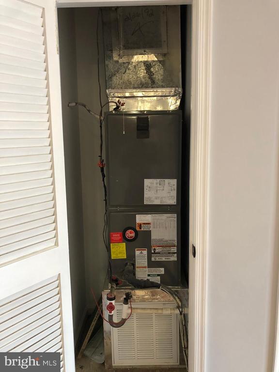 Interior View - New HVAC - 302 GROSVENOR LN #203, STAFFORD