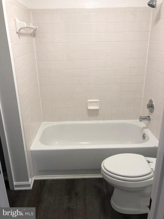 Bath - 302 GROSVENOR LN #203, STAFFORD