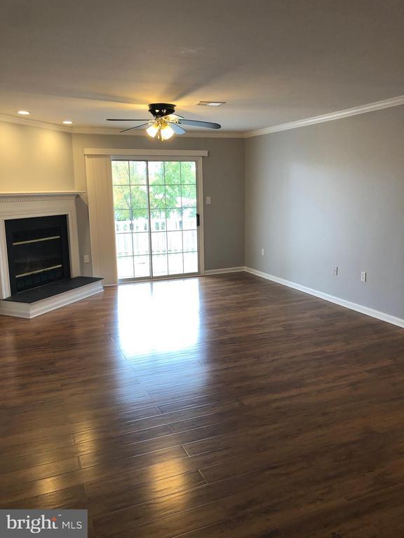 Living Room - 302 GROSVENOR LN #203, STAFFORD