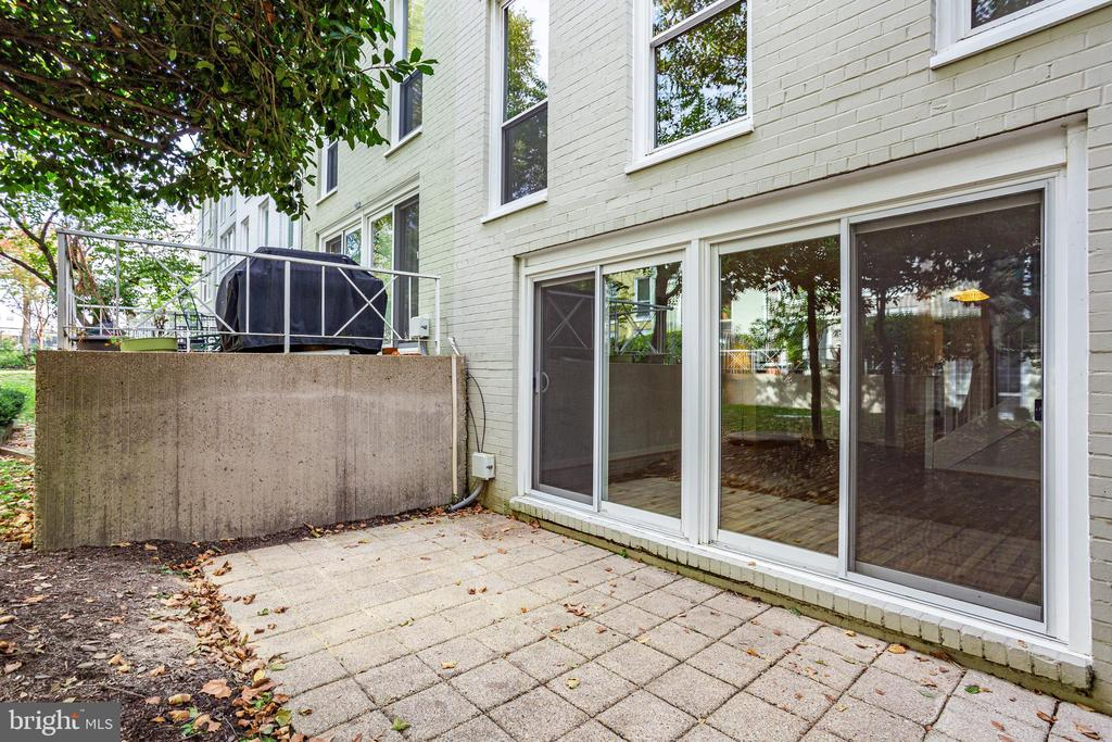Private patio off lower level living room - 40 G ST SW, WASHINGTON