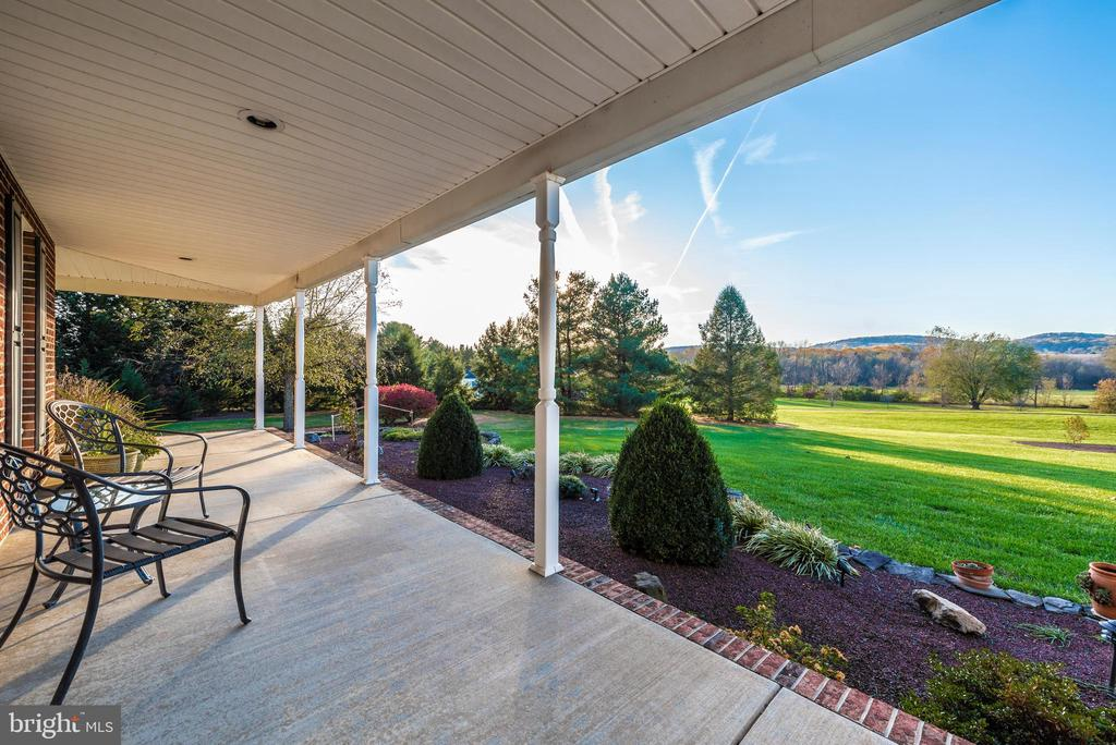 Where spectacular views outside and in begin - 5745 STONEY CREEK CT, FREDERICK