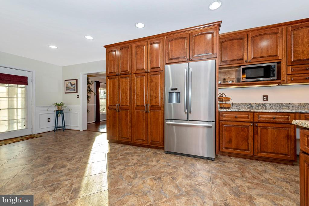 Upgraded appliances everywhere - 5745 STONEY CREEK CT, FREDERICK